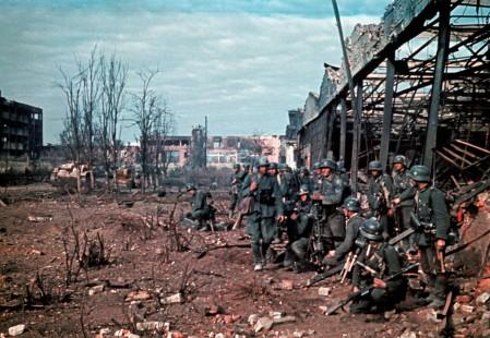 Preparazione per un assalto a un magazzino a Stalingrado 1942