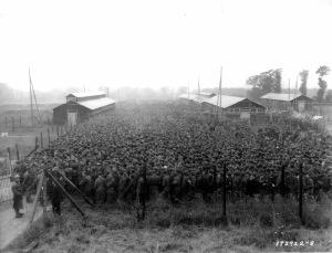 Prigionieri di guerra tedeschi nel campo prigionieri Nonant le Pin, 1944