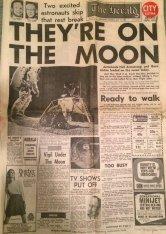 Prima pagina da un giornale australiano il giorno dello sbarco sulla luna