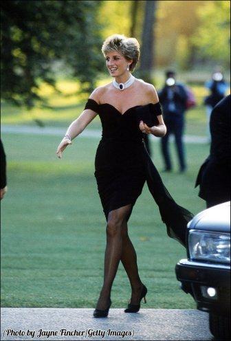 Principessa Diana (1961 - 1997) che arriva alla Serpentine Gallery di Londra, in un abito di Christina Stambolian, giugno 1994