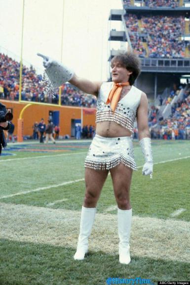 Robin Williams nei panni di una cheerleader dei Denver Broncos nel 1979