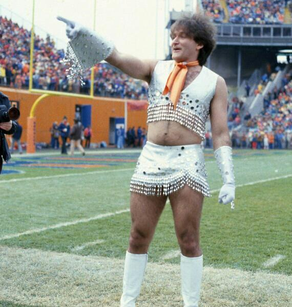 Robin Williams nei panni di una cheerleader dei Denver Broncos nel 1979