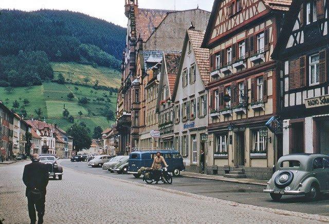 Scena di strada nel sud della Germania, 1956