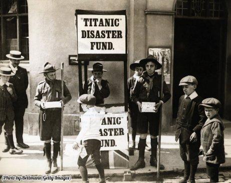 Scout inglesi raccolgono fondi per le persone colpite dal disastro del Titanic 1912