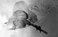 """Simo Hayha, chiamato """"La morte bianca"""", nella sua mimetica invernale, 1940"""