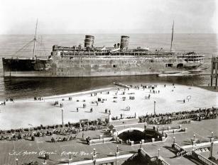SS Morro Castle bruciata e naufragata al largo della costa del New Jersey, 1934