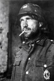 Un soldato tedesco con un distintivo sul petto, Stalingrado 1942