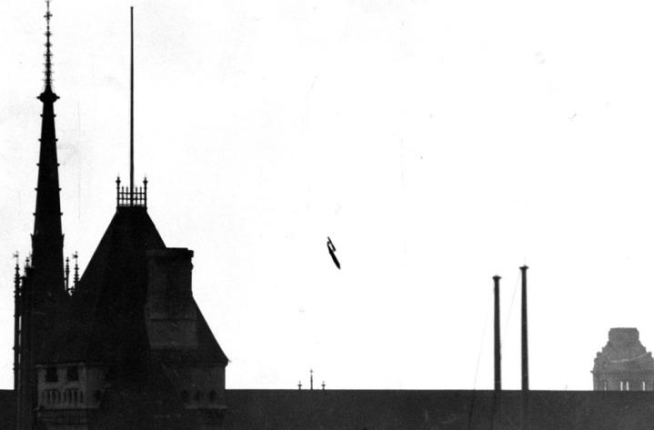 Una bomba V1 precipita sul centro di Londra, 1945