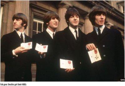 26 ottobre 1965 - i Beatles ricevono l'MBE a Buckingham Palace