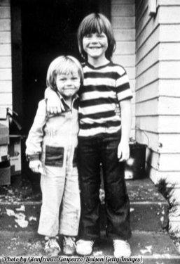 Leonardo DiCaprio (a sinistra) e suo fratello Adam, 1978