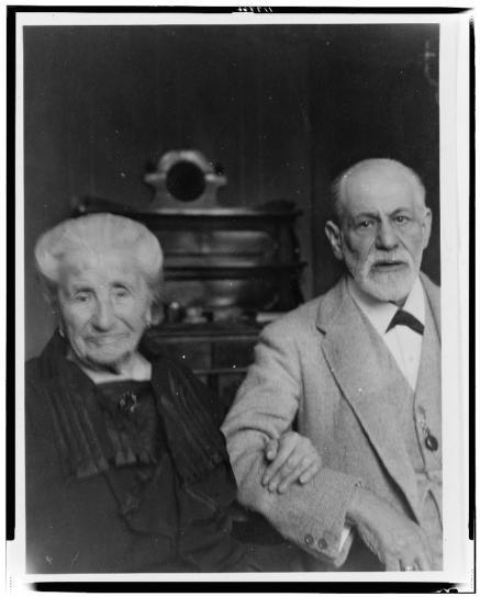 Sigmund Freud e sua madre Amalia Freud, 1925