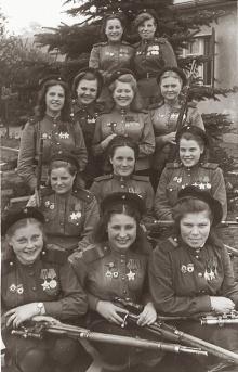 12 cecchine dell'esercito sovietico con un totale di 775 uccisioni