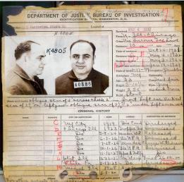 1932. fedina penale FBI di Al Capone, che mostra che la maggior parte delle sue accuse penali sono state respinte