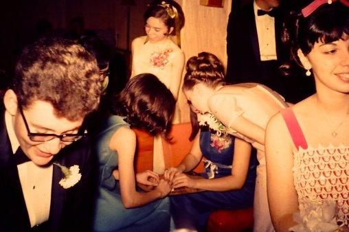 Adolescenti con una tavola Ouija, 1967