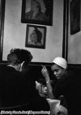 James Dean in un bar con Eartha Kitt, New York, 1955