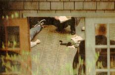 Kurt Cobain, cantante e chitarrista dei Nirvana, trovato morto nella sua casa a Seattle il 8 Aprile 1994