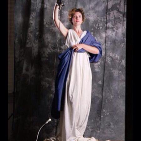 La 28enne Jenny Giuseppe posa per quello che sarebbe diventato l'odierno logo della Columbia Pictures. Non aveva mai posato prima, e non lo fece mai dopo