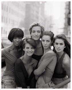 Naomi Campbell, Linda Evangelista, Tatjana Patitz, Christy Turlington e Cindy Crawford (1990)
