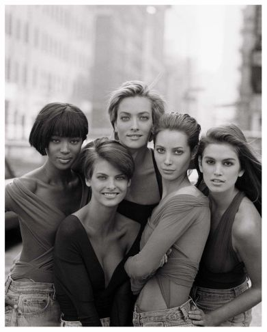 Naomi Campbell, Linda Evangelista, Tatjana Patitz, Christy Turlington e Cindy Crawford (1990)