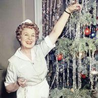 Shirley Booth, nei panni di Hazel, augura Buon Natale