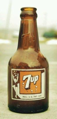 Una delle prime bottiglie 7-up, 1938