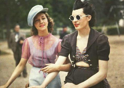 1930. Due donne parigine. Foto di André Zucca