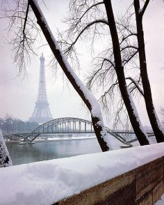 1948. Parigi innevata, by Dmitri Kessel