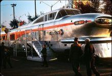 1955. Aerotrain della General Motors presso il GM Powerama sul lungolago di Chicago