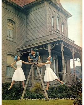1959. Anthony Perkins sul set di Psycho di Alfred Hitchcock