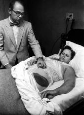 30 novembre 1954. A Sylacauga, in Alabama, un meteorite di quasi 4 kg, dopo aver perforato il tetto dell'abitazione, entra nel salotto di Ann Elizabeth Hodges, colpendola dopo aver rimbalzato sulla radio.
