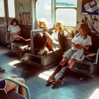 Donne in metropolitana, 1970 circa. Fotografia di Willy Spiller