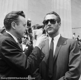 Intervista a Paul Newman al Lincoln Memorial durante la Marcia per i diritti civili a Washington 1963