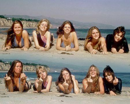 The Runaways nel 1976 .. Lita Ford, Cherie Currie, Jackie Fox, Sandy West e Joan Jett. Foto di Michael Ochs