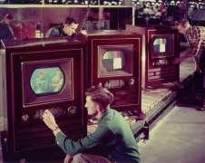 Uno dei primi televisori colorati, RCA CT-100, proveniente dalla linea di produzione a Bloomington, Indiana