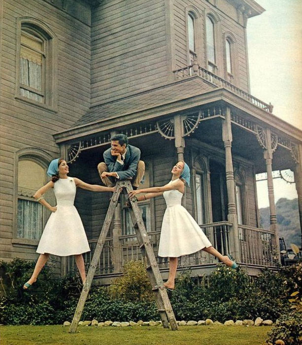 1959. Anthony Perkins sul set di Psycho di Alfred Hitchcock