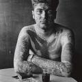 1961. Jack Dracula in un bar, New London, Connecticut. Foto di Diane Arbus