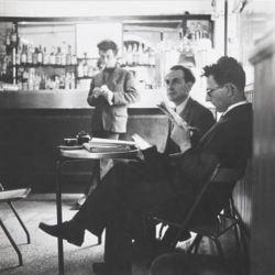 Alberto Masani e Stefano Userzio al Bar Jamaica Milano , 1956. Fotografia di Ugo Mulas