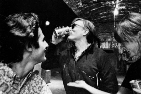 Andy Warhol nella Factory - Foto di Ugo Mulas