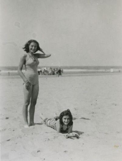Anna e Margot Frank in spiaggia