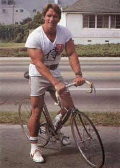 Arnold Schwarzenegger in bicicletta, 1970