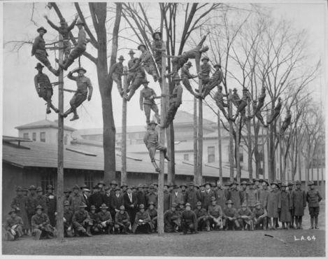 Arrampicata al palo per elettricisti del telefono, 1918