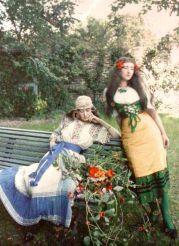Autocromo di donne nel vestito della Boemia, Parigi, intorno al 1905