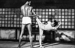 Bruce Lee lotta con Kareem Abdul-Jabbar sul set di Game of Death, 1972