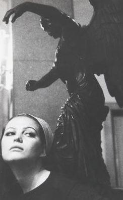 Claudia Cardinale , ca. 1960–1969. Fotografia di Ugo Mulas