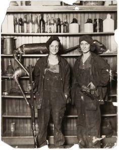 Due contrabbandiere d'alcol, 1921