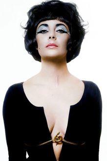 Elizabeth Taylor nei panni di Cleopatra fotografata da Bert Stern
