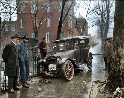 Foto colorata di un incidente d'auto a Washington D.C., 1921