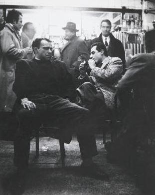 I pittori Carmassi e Piccoli al Bar Jamaica Milano , 1955. Fotografia di Ugo Mulas