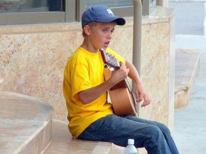 Justin Bieber si esibisce sui gradini del teatro Avon, Stratford, in Canada nel 20 agosto, 2007