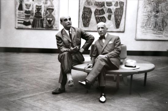 Lucio Fontana e Gino Severini nella sala di Massimo Campigli XXIX Biennale, 1958, Al verso timbro Ugo Mulas